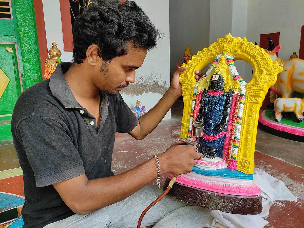 "<div class=""paragraphs""><p>Doll maker Rukmangadan's son Chandru at work.</p></div>"