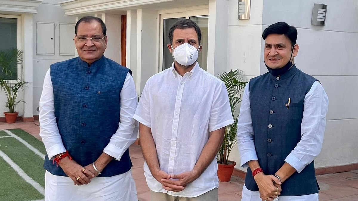 """<div class=""""paragraphs""""><p>Uttarakhand BJP leader Yashpal Arya with his son MLA Sanjeev Arya joined Congress Party, 11 Ooctober.</p></div>"""