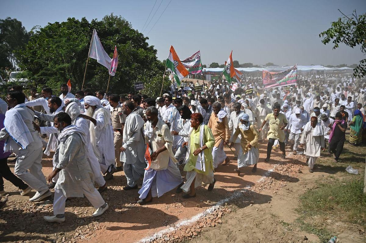 Lakhimpur: 2 Arrested; Priyanka Gandhi Meets Kin of Slain Farmers in Bahraich