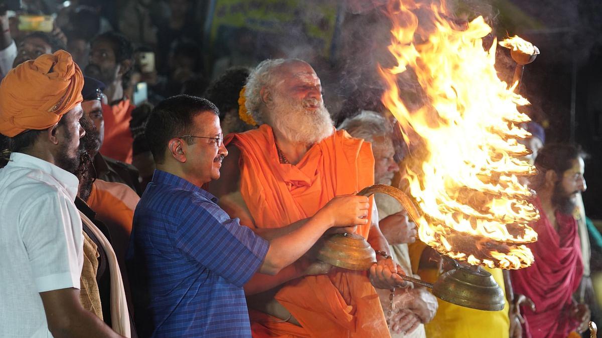 Delhi CM Arvind Kejriwal Takes Part in Saryu Aarti in Uttar Pradesh's Ayodhya