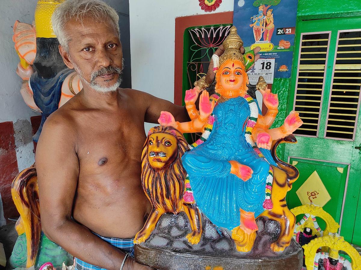 "<div class=""paragraphs""><p>Doll maker Rukmangadan shows idol of goddess Durga</p></div>"