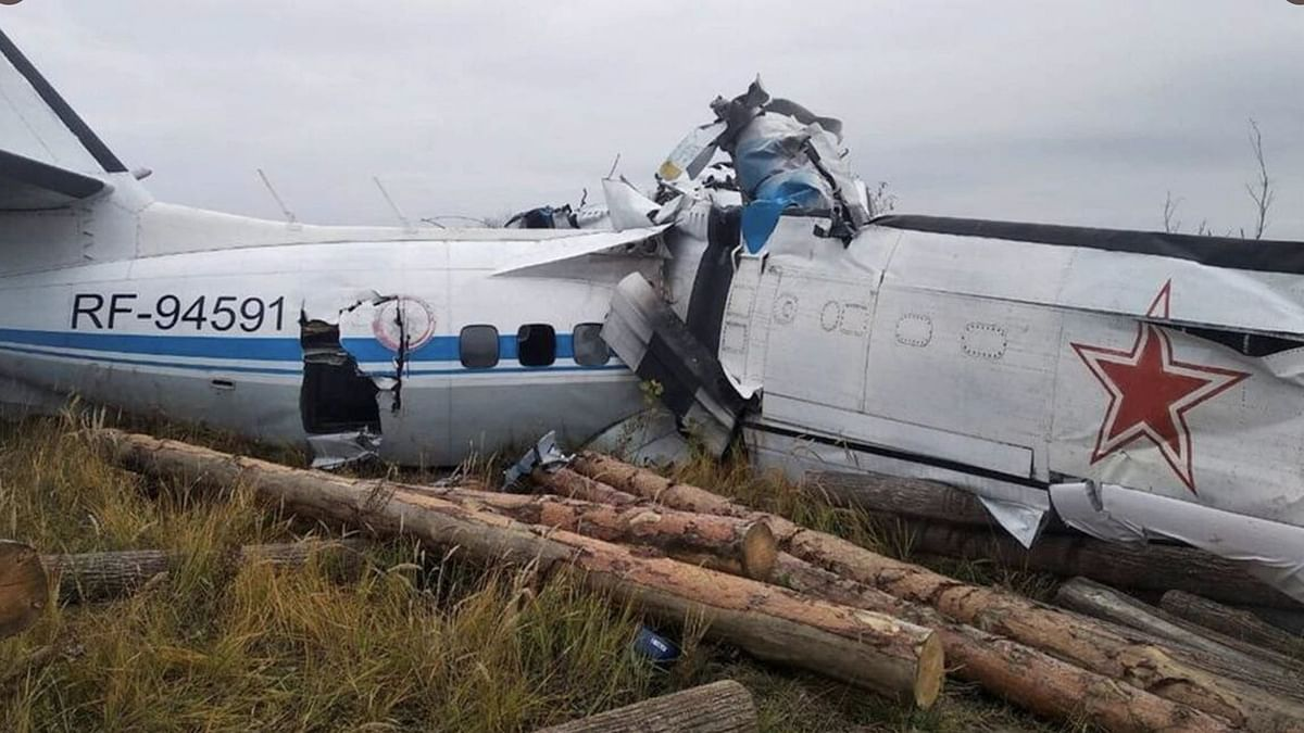 15 Dead as Aircraft Carrying 22 Passengers Crashes in Russia's Tartarstan