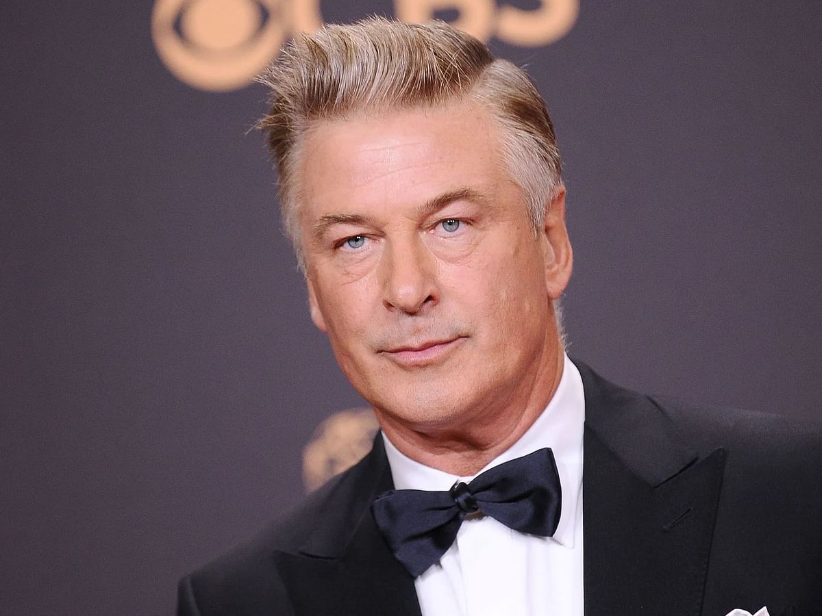 """<div class=""""paragraphs""""><p>In what appears to be a tragic accident, actor Alec Baldwin shot dead a cinematographer on 21 October 2021, while discharging a prop gun on set in New Mexico.</p></div>"""