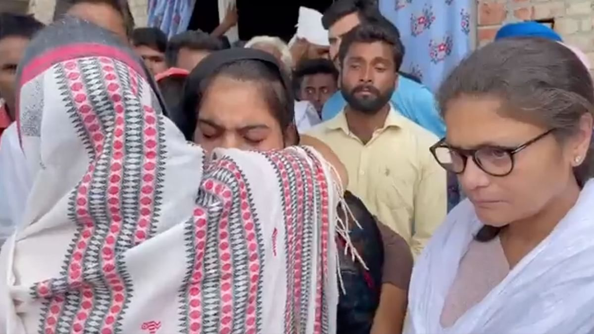 """<div class=""""paragraphs""""><p>A five-member delegation of the Trinamool Congress (TMC) on Tuesday, 5 October, met the families of farmers killed in Lakhimpur Kheri.</p></div>"""