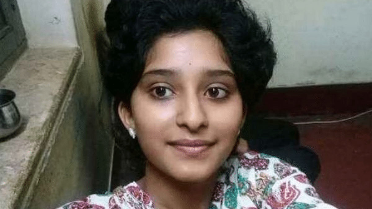 "<div class=""paragraphs""><p>Greeshma, a class 10 student from Karnataka topped the SSLC Class 10 exams.</p></div>"