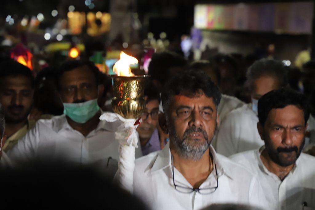 Lakhimpur Unrest   Protests Grip the Nation, Priyanka Gandhi Under 'Arrest'