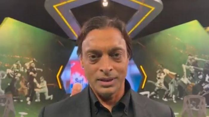 """<div class=""""paragraphs""""><p>Shoaib Akhtar was asked to leave the studio of PTV's analysis show by Nauman Niaz.</p></div>"""
