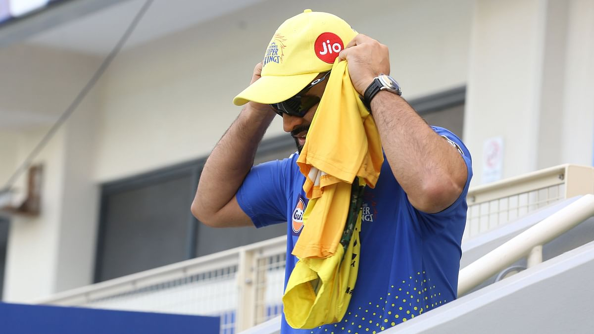 "<div class=""paragraphs""><p>Chennai Super Kings captain MS Dhoni walking out for the toss.</p></div>"