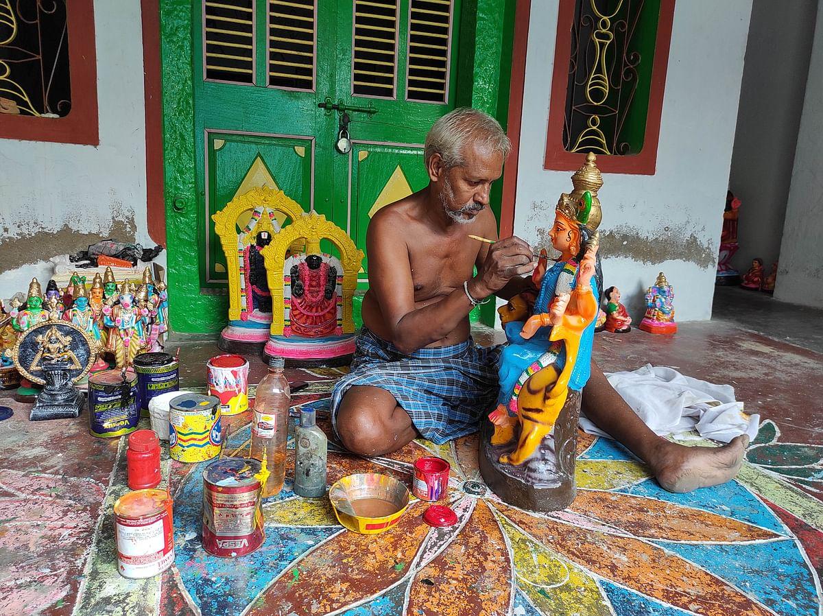 "<div class=""paragraphs""><p>Doll maker Rukmangadan at work.</p></div>"