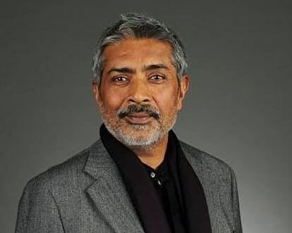 "<div class=""paragraphs""><p>Director Prakash Jha assaulted by Bajrang Dal members.</p></div>"