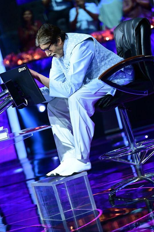 Amitabh Bachchan Shoots KBC 13 in 'Excruciating Pain'; Shares Throwback Pics