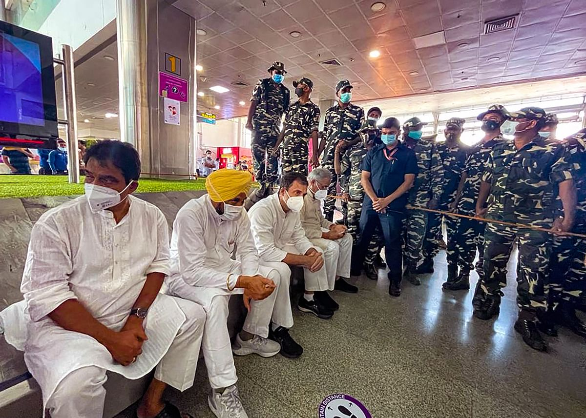 """<div class=""""paragraphs""""><p>Lucknow: Congress leader Rahul Gandhi along with party leader KC Venugopal, Punjab CM Charanjit Singh Channi and Chhattisgarh CM Bhupesh Baghel at Lucknow airport, UP, to meet families of farmers who lost their lives in Lakhimpur Kheri violence.</p></div>"""