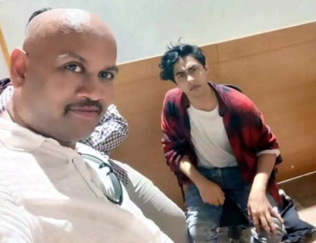 """<div class=""""paragraphs""""><p>Malik has claimed that a private person named KP Gosavi escorted Aryan Khan to the NCB office &amp; even clicked a selfie with him.</p></div>"""