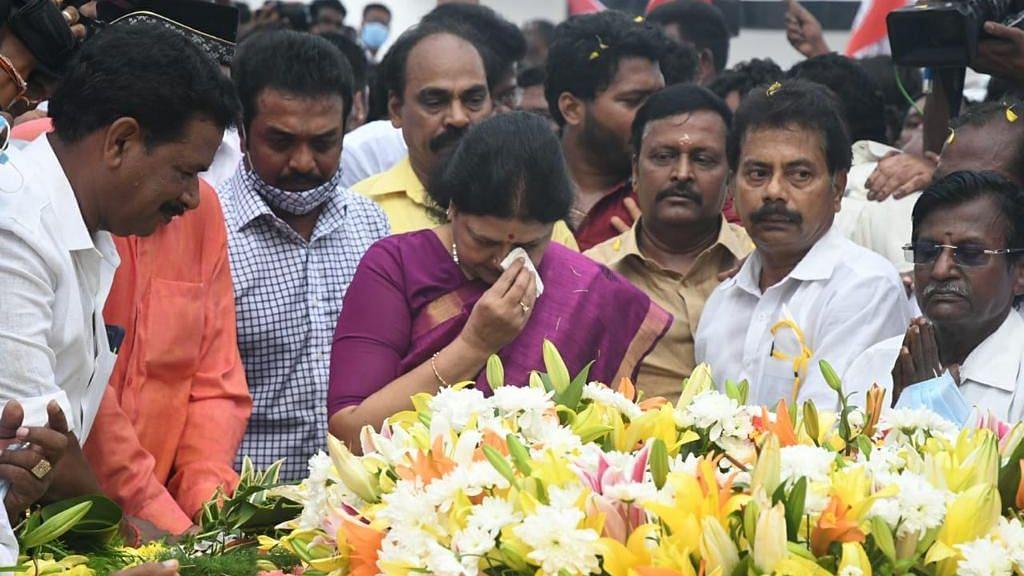 "<div class=""paragraphs""><p>On Saturday, 16 October, former interim general secretary of All India Anna Dravida Munnetra Kazhagam VK Sasikala visited former Tamil Nadu Chief Minister J Jayalalithaa's memorial at Marina in Chennai.</p></div>"