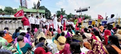 Hindustan Motors Retrenched Workers on Indefinite Protest; Demand Land or Job