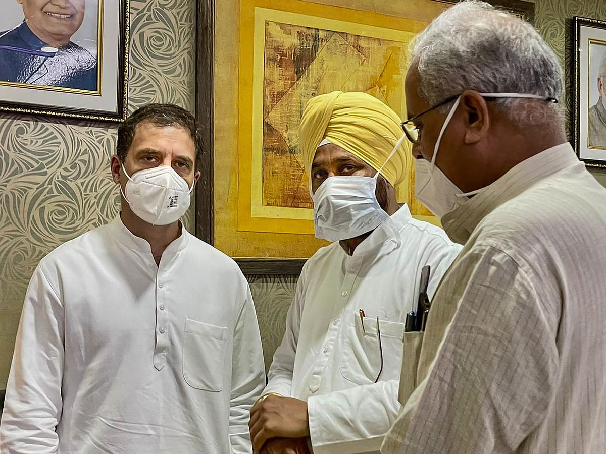 """<div class=""""paragraphs""""><p>Lucknow: Congress leaders Rahul Gandhi and Punjab CM Charanjit Singh Channi arrive at Lucknow airport.</p></div>"""