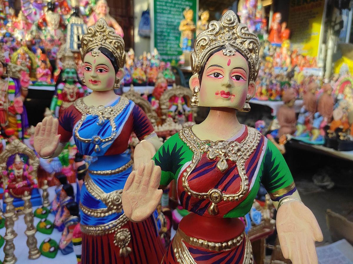 "<div class=""paragraphs""><p>Thanjavur Thalayatti bommais kept for sale at Chennai's Mylapore.</p></div>"