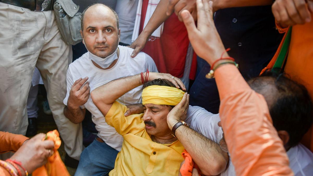 BJP MP Manoj Tiwari Hit by Water Canon, Hospitalised