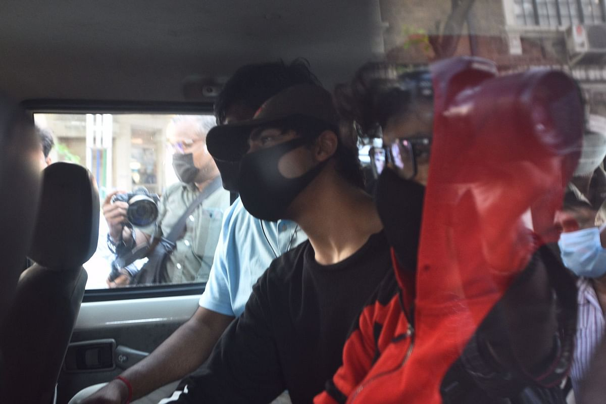 """<div class=""""paragraphs""""><p>Aryan Khan and others being taken for medical tests.</p></div>"""
