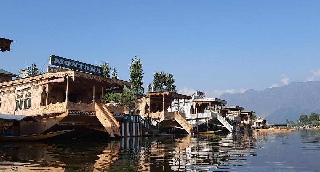 """<div class=""""paragraphs""""><p>Houseboats floating over the Dal Lake in Srinagar</p></div>"""