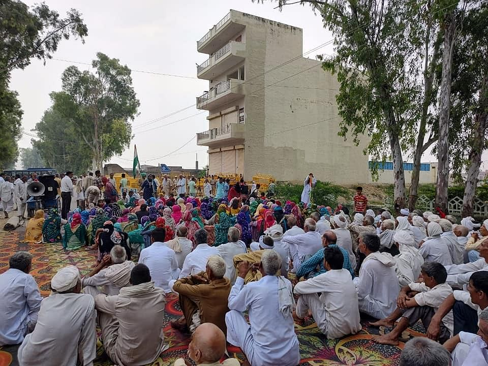 """<div class=""""paragraphs""""><p>Farmers protesting in Haryana's Jind.</p></div>"""