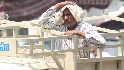 """<div class=""""paragraphs""""><p>Hyderabad continues to reel under heatwave-like conditions as the temperatures touched 43.4 degree Celsius on May 26, 2020. </p></div>"""