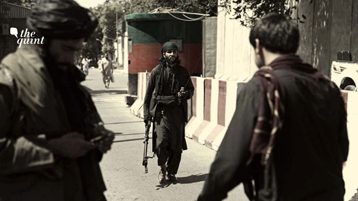 """<div class=""""paragraphs""""><p>Taliban fighters at a checkpoint in Kabul, Afghanistan.</p></div>"""