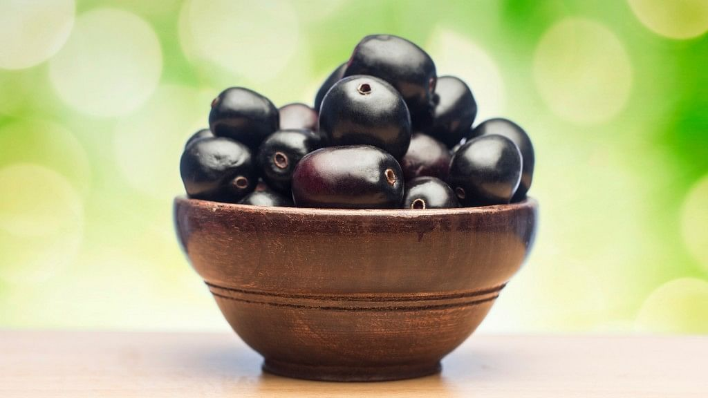 Move Aside Strawberries: Here are 7 Desi Berries That are Cheaper!