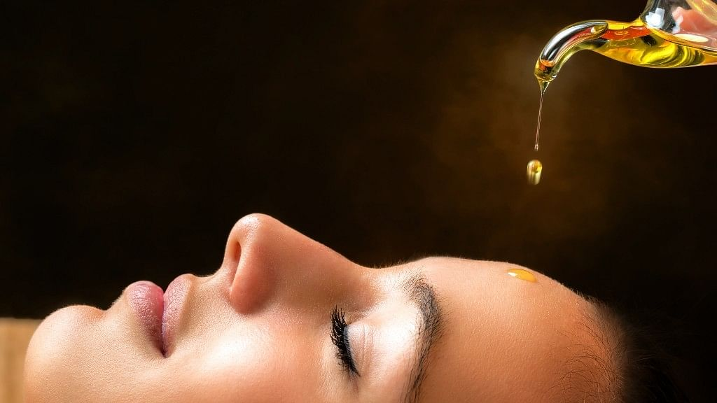 5 Benefits of Oil Cleansing for Healthy And Radiant Skin