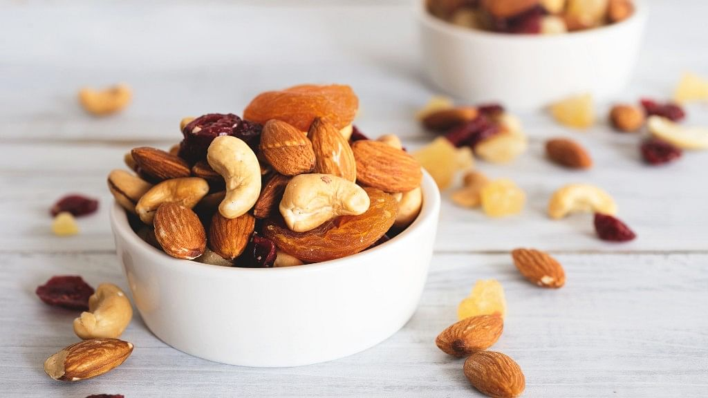 FitQuiz: What Are the Health Benefits of Nuts, Seeds & Dry Fruits?