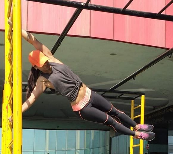 Zareen doing the 'Human Flag'.