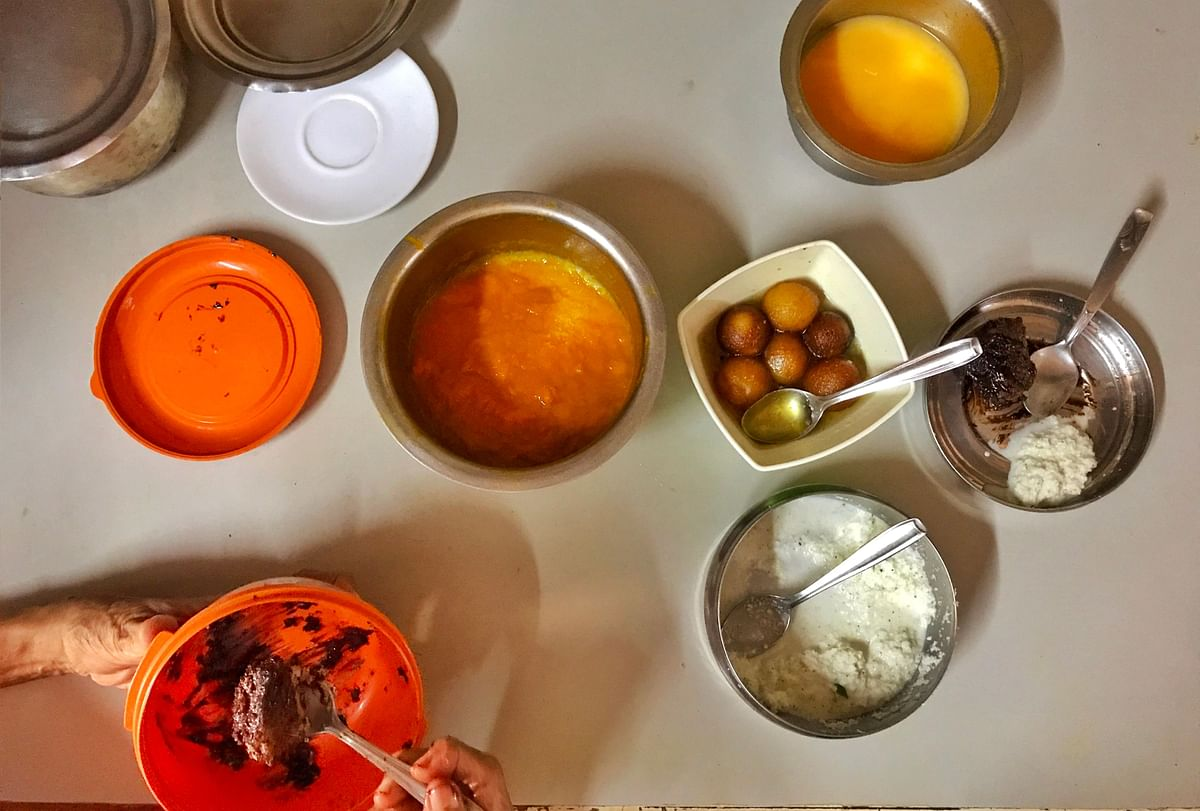 Cake, gulab jamun, coconut chutney and aamras was their spread for lunch.