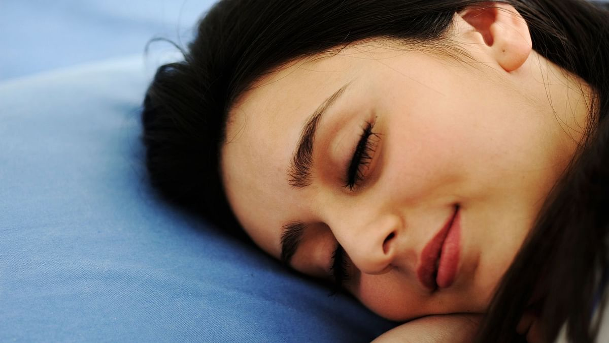Sufficient Sleep Linked With Lower Calorie Intake & Cravings