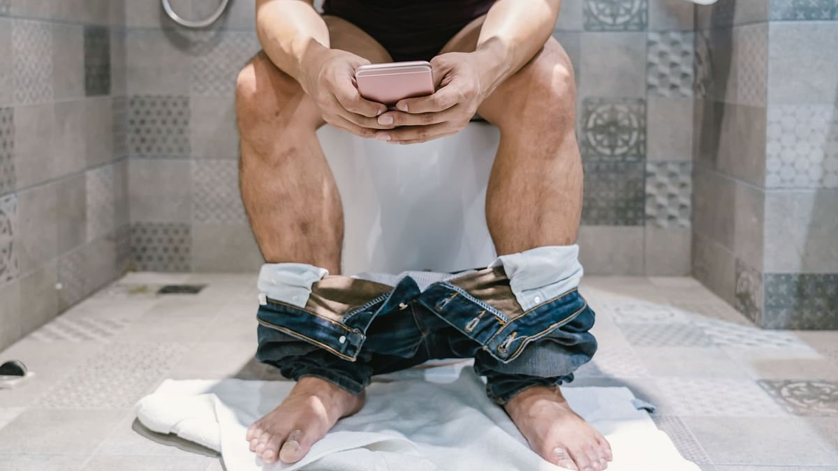 Using Smartphone In Toilets? Stop. It Could Lead To Piles