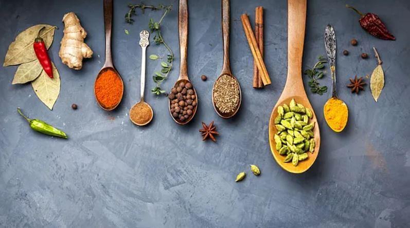 एक आयुर्वेदिक मेन्यू में षडरस को शामिल करने की कोशिश की जाती है- हर खाने में छह स्वाद यानी मीठा, खट्टा, नमकीन, तीखा, कड़वा और कसैला.