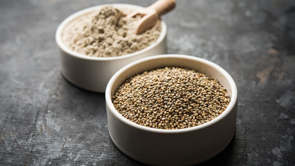 Millets like bajra and makki are great sources of fibre.