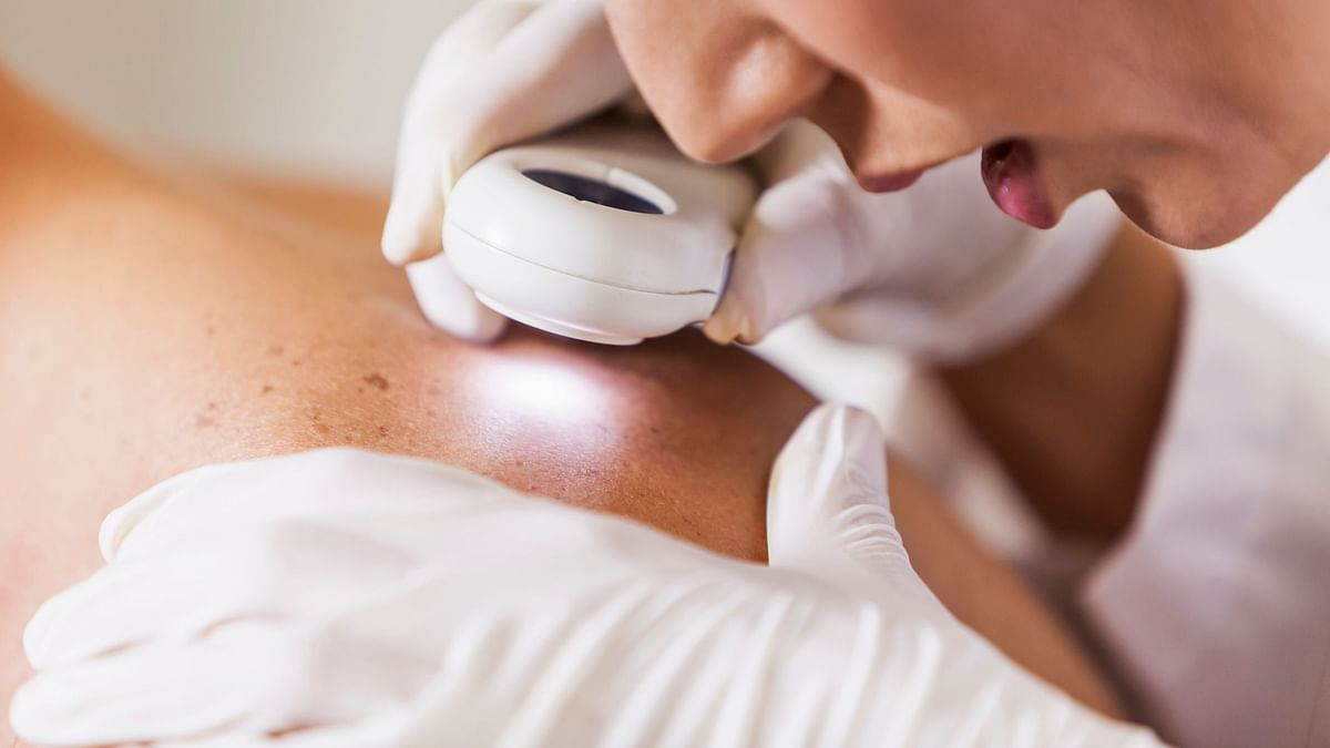 """<div class=""""paragraphs""""><p>Prevent skin cancer with these tips.</p></div>"""