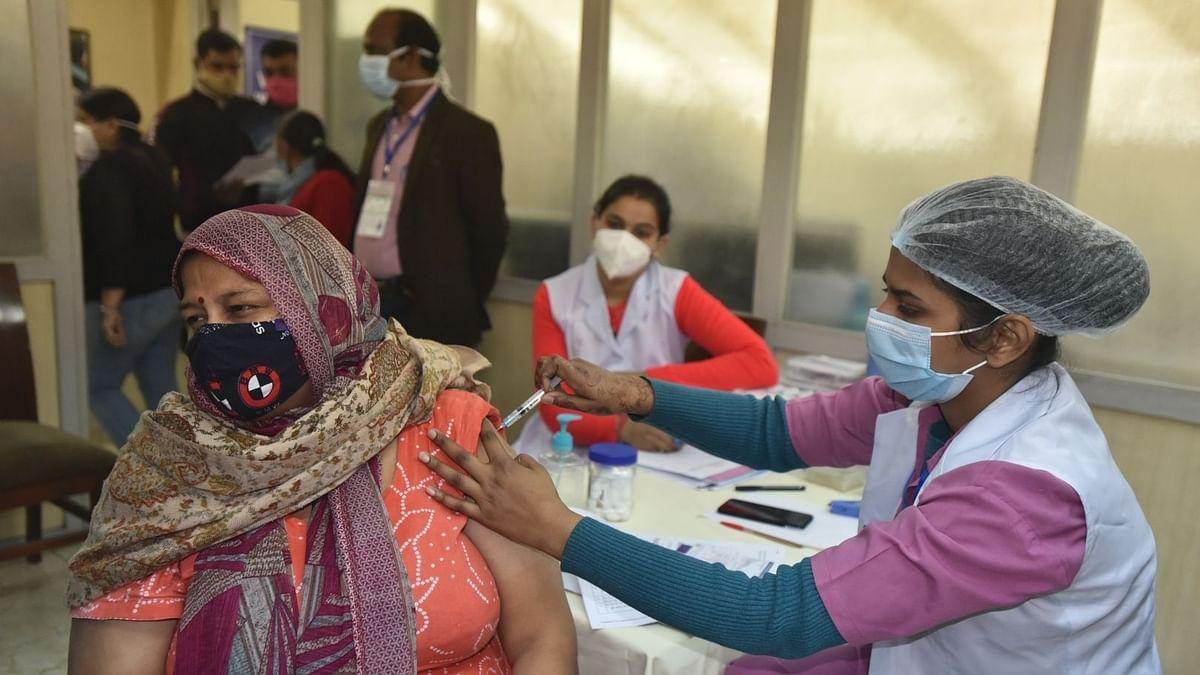 10 हजार सरकारी केंद्रों और लगभग 20 हजार से ज्यादा निजी अस्पतालों में यह टीका लगाया जाएगा.