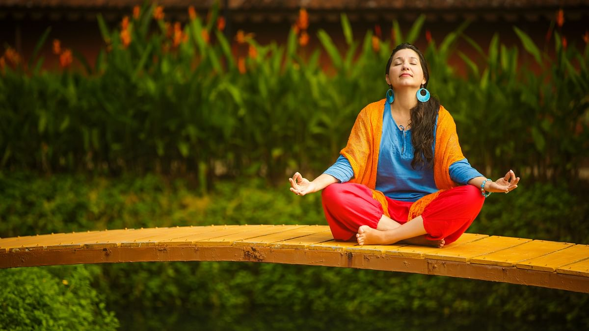 """<div class=""""paragraphs""""><p>Finding a quiet plane to meditate will lessen distractions.</p></div>"""