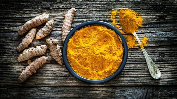 Here's How You Can Keep Your Skin Healthy & Glowing Using Turmeric