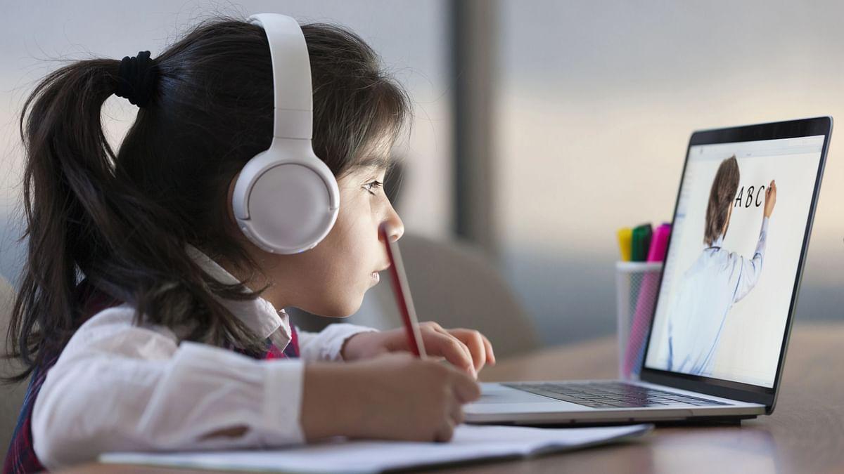 """<div class=""""paragraphs""""><p>How has online school inpactedkids' development?</p></div>"""