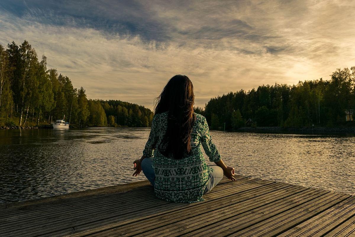 हर सुबह सिर्फ 10 मिनट ध्यान लगाने से भी आपका तनाव कम होगा.