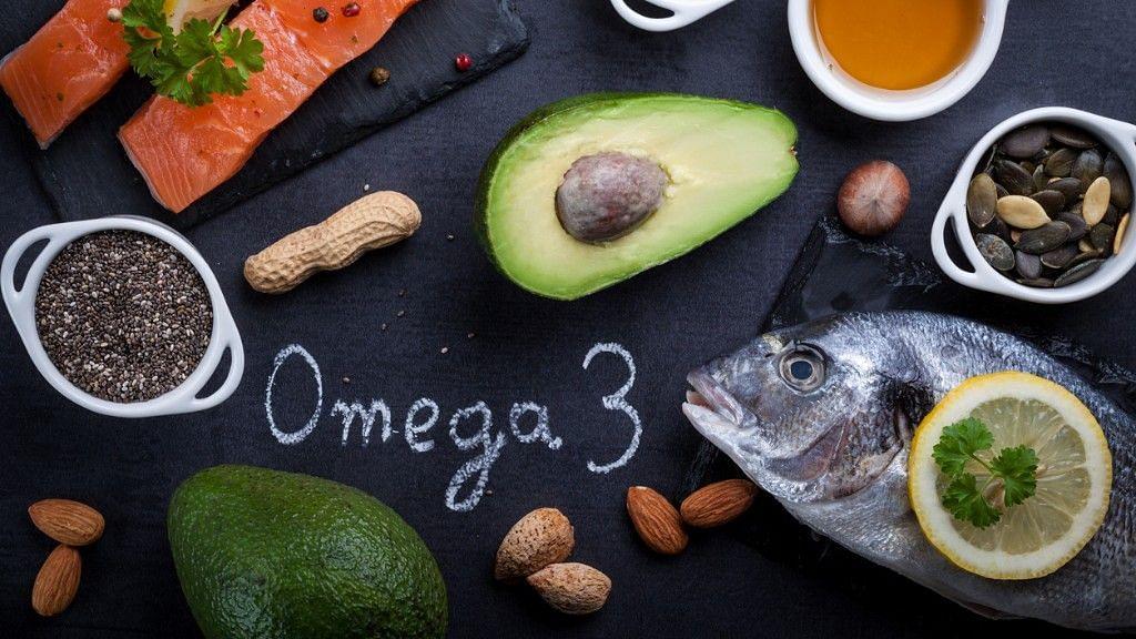 """<div class=""""paragraphs""""><p>सैमन और दूसरी फैटी मछलियों में लॉन्ग चेन ओमेगा-3 फैटी एसिड पाया जाता है.</p></div>"""