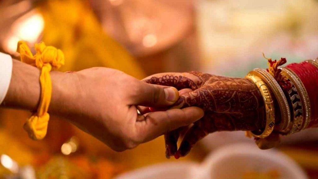 'मुझे बताया गया है कि अगर मैं गैर-मांगलिक से शादी करती हूं, तो मेरे पति की मृत्यु हो जाएगी.'