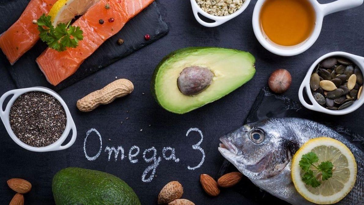 ओमेगा 3 आवश्यक फैटी एसिड फैमिली से है, जो बॉडी के लिए बहुत महत्वपूर्ण है, लेकिन ये शरीर में नहीं बनता है.