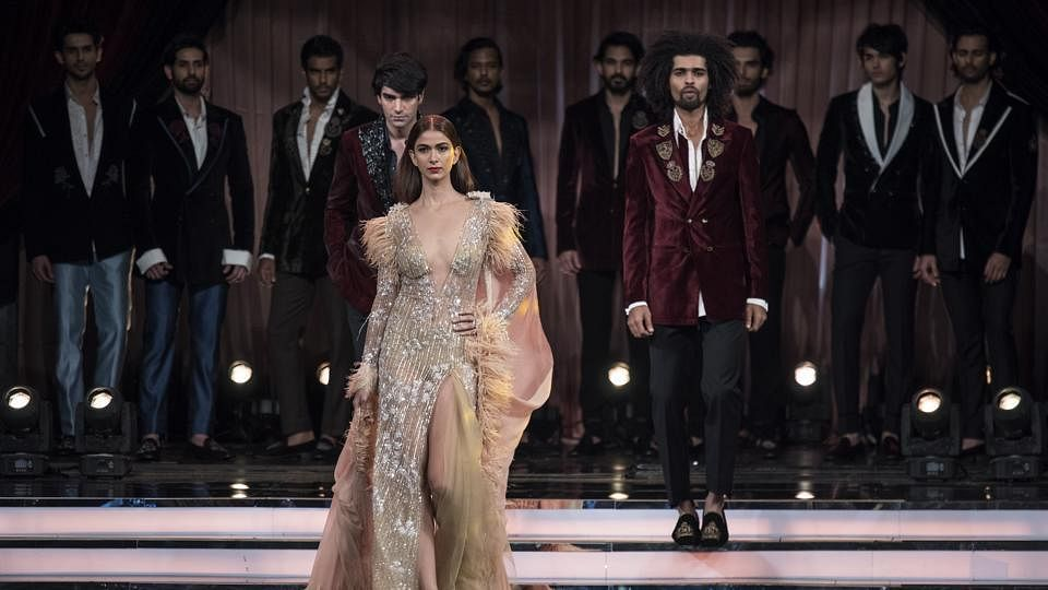 Manish Malhotra New Collection 2019 Inspired By The 80 S Disco Theme Manish Malhotra Opens About His Collection At The Hindustantimes Most Stylish Awards
